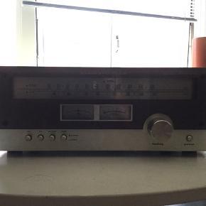 Flot vintage Marantz model 2020 AM/FM tuner, sælges..   Den er testet, og virker fint..    Der er dog ingen lys i den, når den tænder, men det er sikkert bare en løs forbindelse.?   Ellers fremstår den i super fin stand..    (Sælges som beset)    SE OGSÅ ALLE MINE ANDRE ANNONCER.. :D