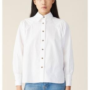 Skjorte fra Ganni. Brugt og vasket én gang.