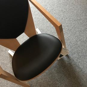 Hans wegner butterfly stol.Træsort: Eg, natur. Polstring: læder  Vejledende pris: 11.650,- - Bud under 5.000 har ingen interesse.  Står opbevaret i Silkeborg.