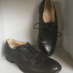 Roberto Vianni sko str. 38.  Foret lædersko, kun brugt få gange.  Fremstår derfor som nye  Sælges kr. 175