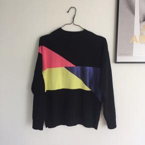 Colourblock sweatshirt fra & other stories str s! Stoffet er lidt fnuldret foran, spørg endelig for flere billeder:-)