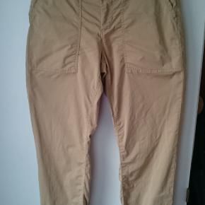 Helt nye Part Two bukser, brugt 1 gang, fremstår som helt nye, sælges grundet fejlkøb. Lækker, let bomuldskvalitet. Farven er tannin (mørk beige/sand) Ny pris kr. 850,- Sælges for kun kr. 250,-