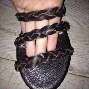 Varetype: Sandal - NYE Farve: Mørk brun  Kun haft dem på en enkelt dag.