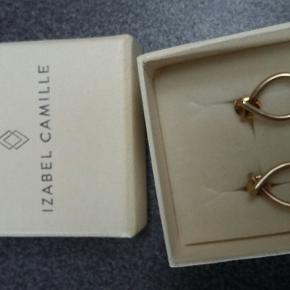 Smukke Izabel Camille Every Day øre ringe i forgyldt sølv. Måler 10x 15mm.