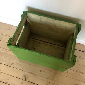 Skøn gammel patineret grønmalet ølkasse 💚💚💚 Pris 225,- kr.