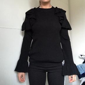 Fin gestuz sweater  Sælges i sort 🖤 Str xs Fejler intet   Np 900kr Mp 250kr