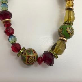 Smart eksklusiv halskæde fra Pilgrim. Smykkepose fra Pilgrim følger med.  Handler via Mobilepay - sendes med DAO track/trace uden omdeling (38kr).