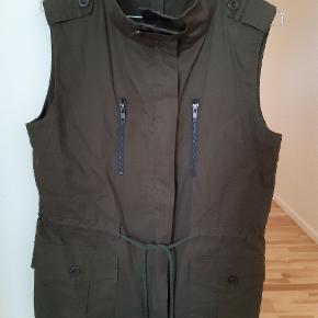 Fin overdel til enten bluse eller fx læderjakke