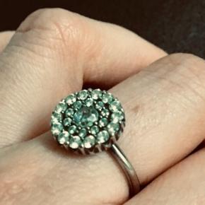 Smuk ring - aldrig brugt. Str. 50