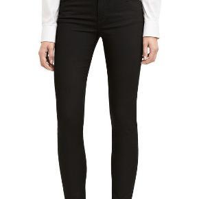 Acne jeans.Model: Skin 5 Black.  Str. 25/32