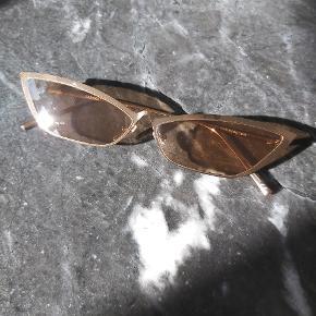 ASOS cateye solbriller, brugt 1-2 gange. Flot cobber/brun farve de har. Ingen tegn på skrammer eller fejl, jeg får dem bare aldrig brugt.