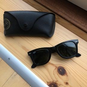Klassiske ray-ban wayfarer solbriller. Kn afhentes på Østerbro eller sendes med DAO