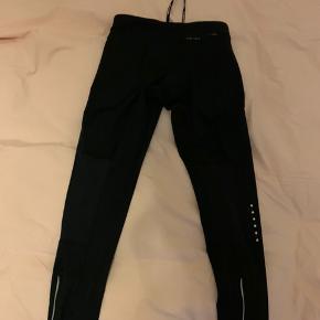Nye Nike løbebukser med lomme i siden