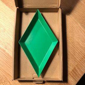 Sælger dette fad fra HAY i grøn. Er stort set ikke blevet brugt. Nypris var 89 kr. Byd!!!