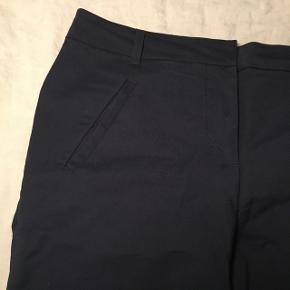 Rigtig fine habit-agtige bukser. De har en tæt pasform, med ben som stumper lidt.