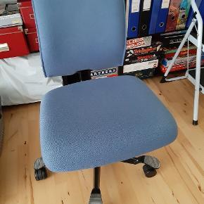 En kvalitets kontorstol som man sidder rigtig godt på