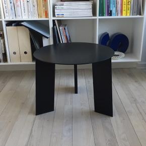 Smukkeste HAY Elephant sofabord. Er ikke til at opstøve i hverken butikker eller på nettet mere. Sælges kun da jeg ikke har plads til det.   Søgeord: HAY, Illums Bolighus, Royal Copenhagen, By Lassen, Muuto, Menu, Ferm Living