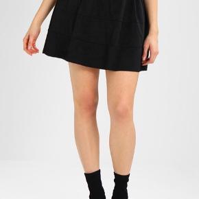 Nederdel i imiteret ruskind❤️  Kun brugt et par gange