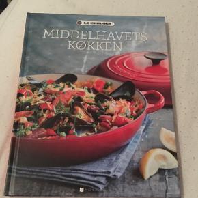 """Le Creuset kogebog """"Middelhavets køkken"""" Har aldrig været brugt"""