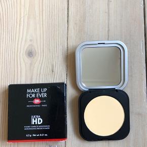 Make Up Forever Ultra HD Microfinishing Pressed Powder i farven 02 (Banana)  Ny og Uåbnet - stadig i æske (papæsken har dog fået et lille tryk) Full size - 6.2 g