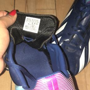 Adidas Fodbold sko sælges! Brugt, men i rigtig god stand, de skal bare lige pudses så er de så gode som ny.