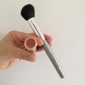 Blush børste (Youngblood) 40 kroner Læbestift (H&M) 30 kroner