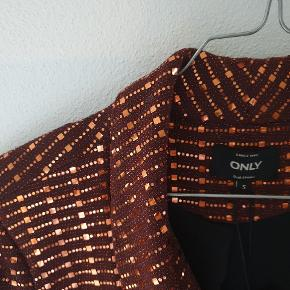 Shiny blazer med skulderpuder