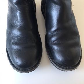 Støvler fra Ca'Shott med for. De velplejet, men har dog enkelte mærker, som også vises på billederne.