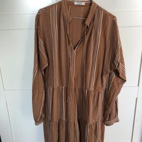 Fin kjole fra Pieces, som næsten ikke er brugt.