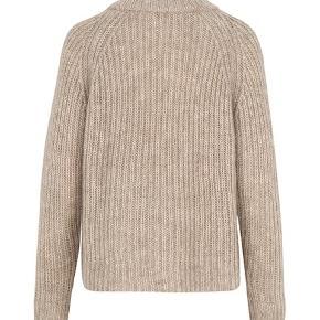 35% wool,35% mohair 30% nylon dejlig blød  Ny pris 1300kr