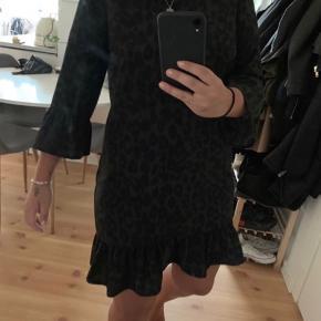 Neo noir kjole  Størrelse M Nypris 699