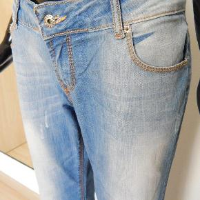 "Burberry Jeans 34""/EU42-44, blå stone washed, straight legs jeans MÅL: Liv 88 cm, inseam 86 cm"