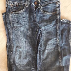 Hilfiger jeans 29/34  Meget lidt brugt