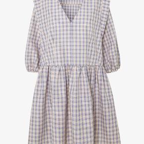 Super sød kjole fra Envii. Den er kun prøvet på, så den er helt ny og aldrig vasket 😊