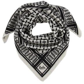 Overvejer at sælge mit tørklæde  Lala Berlin tørklæde i xs  Farve: alabastro  Købt tilbage i februar, så er blevet brugt, men ikke noget der kan ses  Np: 1150kr  Tager kun imod seriøse bud, alt andet bliver ikke svaret på  Sælger kun hvis rette bud kommer  BYD BYD BYD