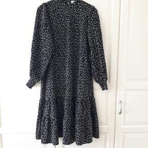 Sort kjole fra VILA i str. S.  Hentes i Roskilde eller sender med DAO mod betaling af fragt.  #30dayssellout