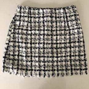 Kort nederdel. Super sød.