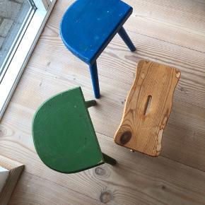 3 rigtige fine træskamler fra 70'erne. I meget fin letpatineret stand.  Så fine i den lille lejlighed eller lign.  Prisen er pr. Stk