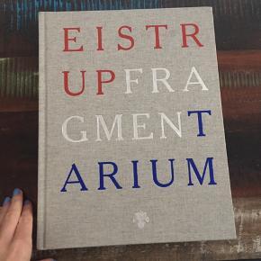 """Den store bog med Kasper Eistrups værker """"Fragmentarum""""."""