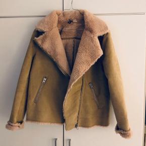 Super fin jakke fra H&MStr. 36, men jeg er str 38 og passer den fint ☺️