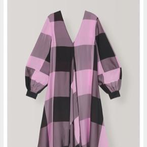 Smuk kjole fra Ganni Brugt 2 gange uden fejl