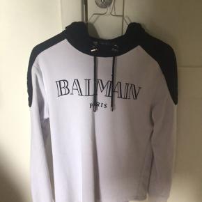 Fin Balmain hoodie, ved ikke om den er ægte. Så BYD hvis du ved