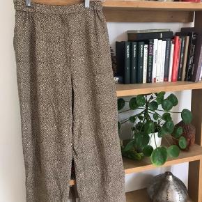 Gode løse prikkede bukser med elastik Kom gerne med et bud ☺️