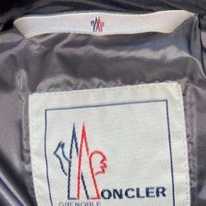 Moncler BECKLER GIUBBOTTO vinterjakke. købt for et par år tilbage, ingen kvittering.  størrelsen hedder 2, fitter mellem 165-180 Nypris 10.000 Snup den til 3500,-