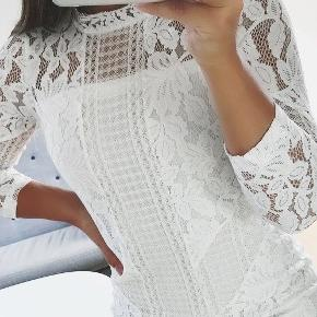 Super fin Neo Noir kjole! Kan sagtens bruges som en konfirmations kjole;) Sælges da jeg ikke får den brugt. Den er brugt 2 gange, den har ingen pletter eller slid! Np: 650kr Mp: Byd!!