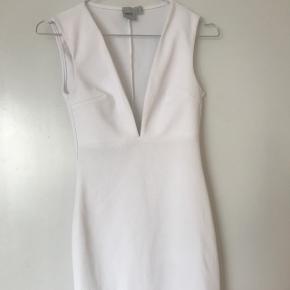 Sælger min hvide kjole fra Asos🕊🕊  byd!⭐️
