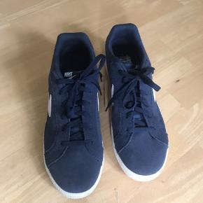Nike sko, der er brugt i en dag. Det er en lille 46, og de fejler ingenting.