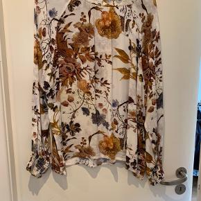 Smuk bluse fra Drys, der kun er brugt en enkelt gang🌸🌸
