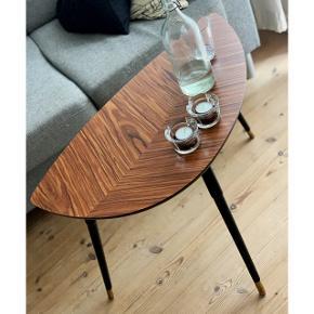Sælger mit fine lille LÖVBACKEN bord fra IKEA, pga flytning.  Det er i rigtig fin stand.  Måler 77x39 cm.