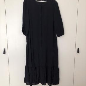 Super flot kjole fra Zizzi, aldrig brugt. Stoffet shiner.